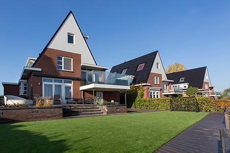 Project aanleg terras met vlonder in Roelofarendsveen